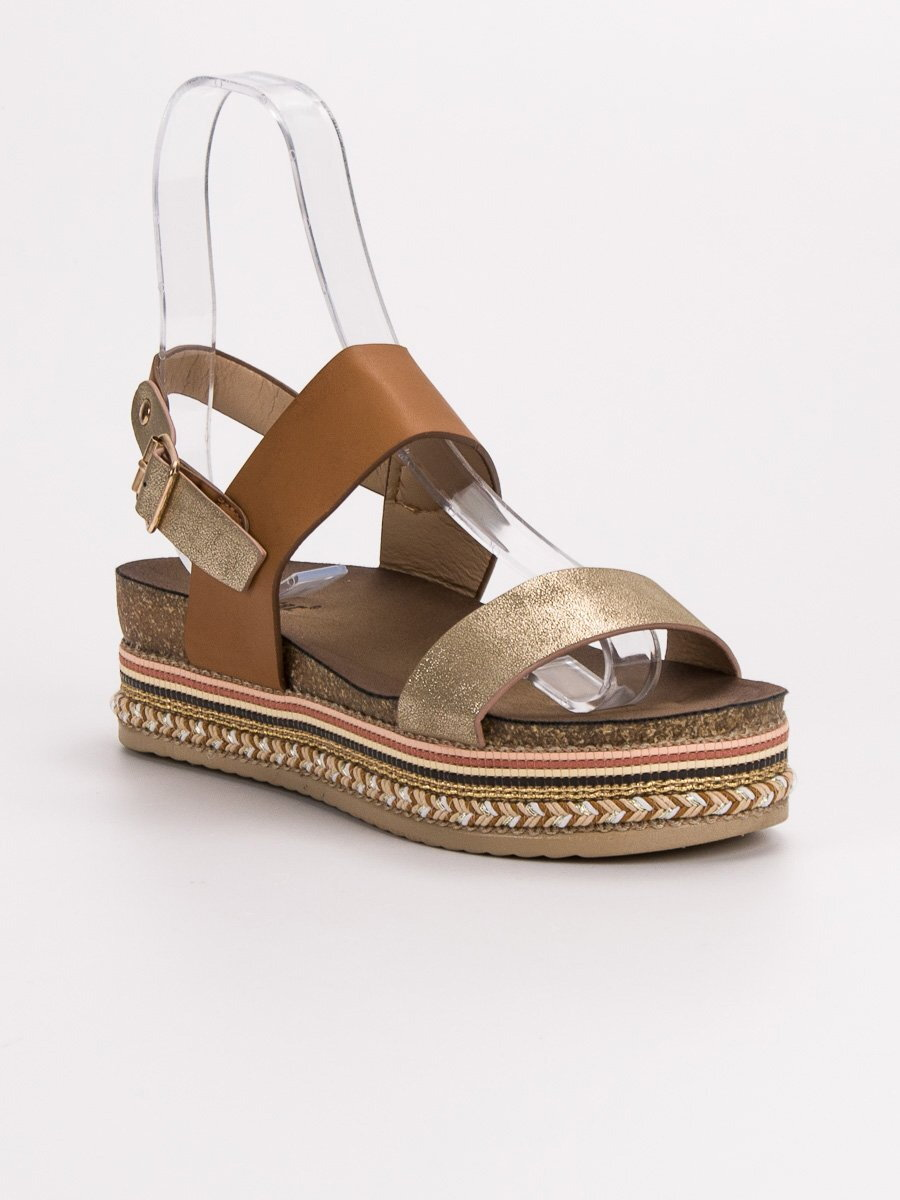 aabf971c7d20 Hnedé sandále na platforme AK26C. PrevNext