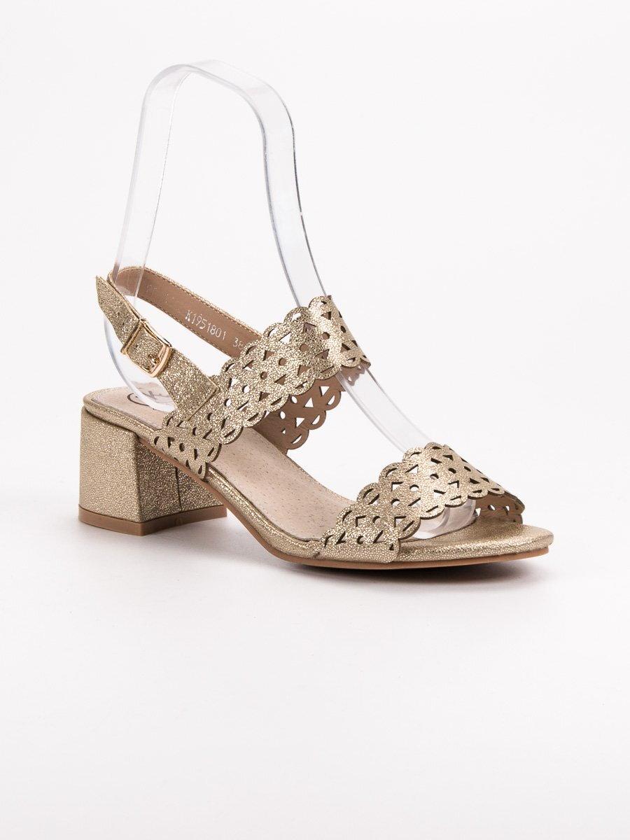 14d8efdc29 Zlaté sandále na nízkom opätku K1951801ORO