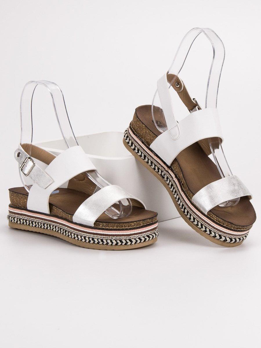 c2663b0eed82 Biele sandále na platforme AK26W. PrevNext