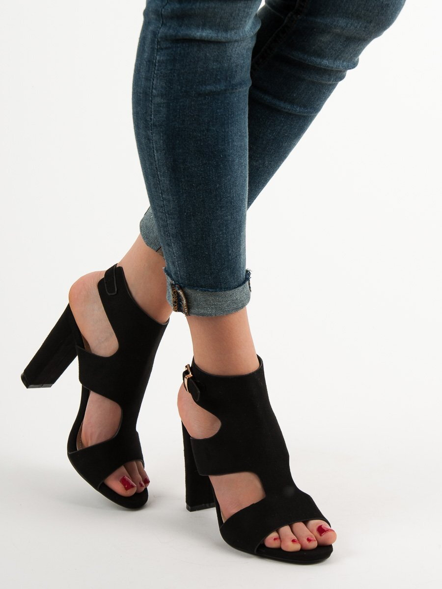 1e638b762aa2f Sexi čierne sandále na opätku J-8711B